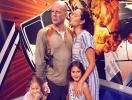 Брюс Уиллис устроил жене и дочкам якрий отдых в Диснейленде (ФОТО)