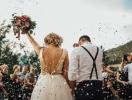 Полет в Чернобыль, благотворительность и набор сыра — новые тренды свадебных подарков