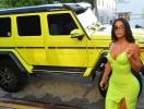Неоновый — хит сезона: Канье Уэст подарил Ким Кардашьян внедорожник Mercedes Neon (ФОТО)