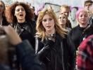 В косухе и рваных джинсах: Алла Пугачева стала рокершей в новом клипе Алишера (ВИДЕО)