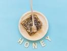 Рецепты медовой маски для лица, губ и волос