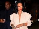 Рианна в шелковом платье и пиджаке oversize гуляет по Нью-Йорку (ГОЛОСОВАНИЕ)