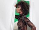 Наоми Кэмпбелл в необычном платье стала звездой вечеринки в Париже (ФОТО)