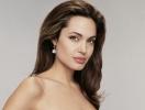 Анджелина Джоли в атласной простыне снялась в нежном рекламном ролике духов Mon Guerlain (ВИДЕО)