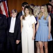 Меланья Трамп на праздновании победы мужа появилась в комбинезоне от любимого дизайнера Клинтон