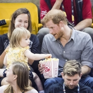 В Сети обсуждают реакцию принца Гарри на милый курьез: 2-летний ребенок