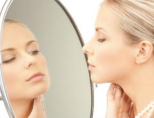 Зеркала провоцируют депрессию у женщин