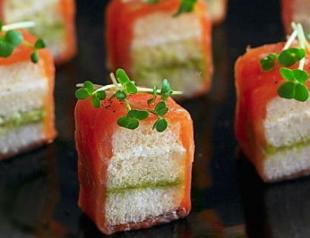 Рецепт дня: мини-сэндвичи с лососем