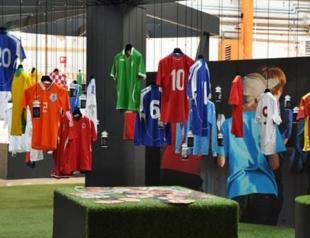В Киеве открылась выставка футболок легендарных футболистов