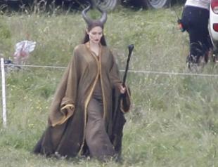Анджелина Джоли на съемках фильма «Малефисента». Фото