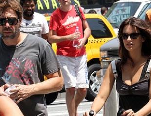 Пенелопа Крус показала сыну Нью-Йорк. Фото
