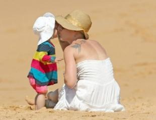 Пинк с мужем и дочкой Уиллоу отдохнула на пляже. Фото