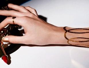 Дом Dior выпустил золотые наклейки к Рождеству