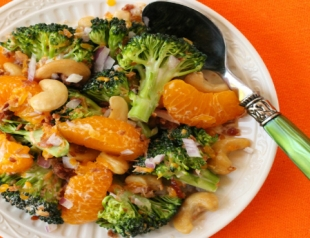 Салат с брокколи и мандаринами. Фоторецепт