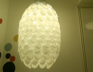 Дизайнерская люстра из пластиковых ложек: мастер-класс