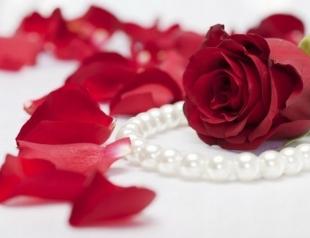 Как самостоятельно сделать духи из роз?