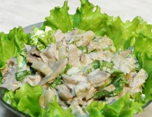 Салат с шампиньонами и орехами