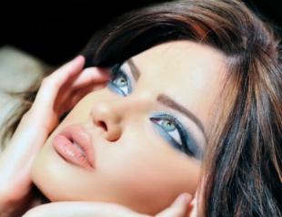 Тренд: бирюзовый цвет в макияже глаз