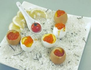 Фаршированные яйца на завтрак. Видео-рецепт
