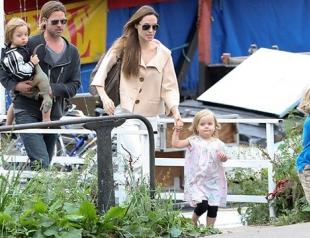 Питт и Джоли усыновят седьмого ребенка