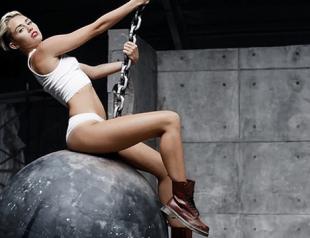 Майли Сайрус презентовала клип на песню Wrecking Ball