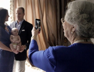 Кейт, Уильям и маленький Георг показаны в необычной фотосессии