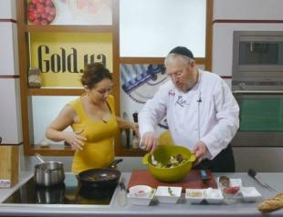 Золотые рецепты звезд: теплый гранатовый салат от Даши Малаховой