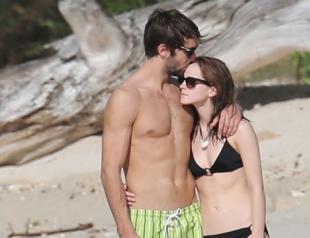 Эмма Уотсон отдыхает с новый бойфрендом на Карибском море
