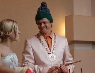 Герой скетчкома Виталька женится