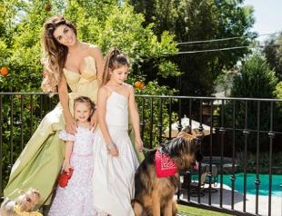 Анна Седокова с дочками снялись в новой фотосессии для глянца