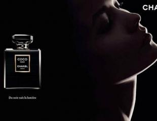 Карли Клосс представила духи Coco Noir от Chanel