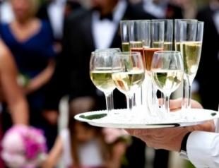 Как выбрать правильное вино к Новому году: советы сомелье