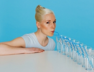 Как пить больше воды: необычные методы