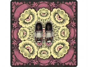 Как достичь гармонии: коллекция сумок и обуви Valentino