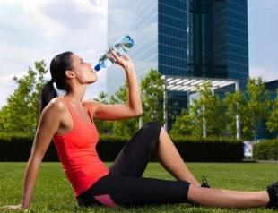 Пить ли воду во время тренировок: советы экспертов