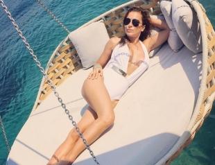 Как отдыхают звезды: Ани Лорак любуется видом на турецкую бухту