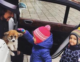 Филипп Киркоров балует детей: певец подарил детям щеночка