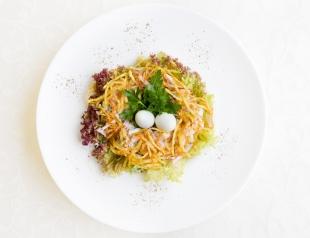 Салат «Гнездо глухаря» - 4 варианта салата для новогоднего стола