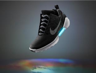 Nike выпустил самозашнуровывающиеся кроссовки (видео)