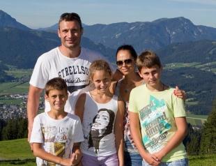 """Дочь Виталия Кличко похвасталась американским паспортом: """"Наконец-то я дома!"""""""