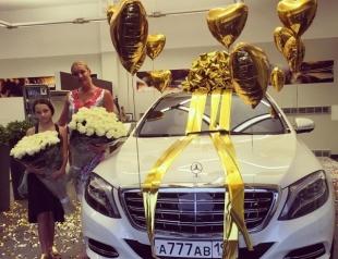 Анастасия Волочкова похвасталась подарком от таинственного поклонника: машина за 7 миллионов рублей