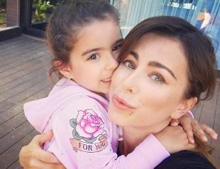 Ани Лорак впервые снялась с дочкой-красавицей для глянца