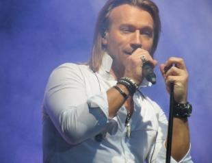 Олег Винник рассказал, почему больше не приглашает родителей на свои концерты