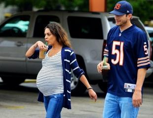 Вот-вот родит: Мила Кунис показала огромный беременный животик на прогулке (ФОТО)