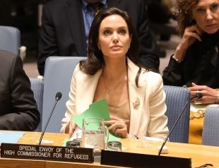 Анджелина Джоли уходит в политику, используя при этом приемных детей