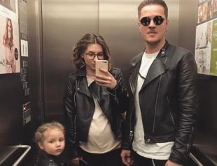 Фронтмен O.Torvald знакомит с беременной женой и дочерью: трогательная семейная фотосессия Жени Галича (ВИДЕО)
