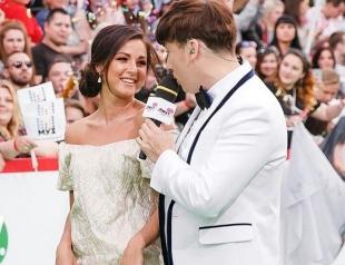 Нюшу заподозрили в беременности из-за свободного платья на премии Муз-ТВ 2017 (ФОТО)