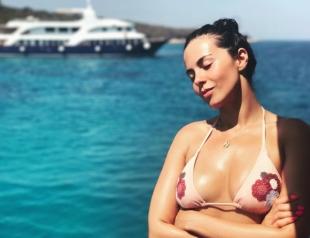 Ким Кардашьян отдыхает: Настя Каменских на пляже похвасталась упругими ягодицами