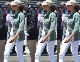Мелания Трамп провела работу над ошибками, выбрав практичные ботинки вместо шпилек для встречи с жертвами урагана в Пуэрто-Рико