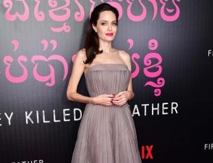 Star of Jolie: в честь Анджелины Джоли создали колье с самым крупным сапфиром в мире
